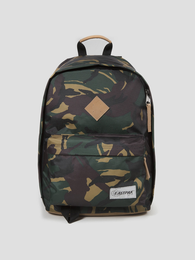 Batoh Eastpak OUT OF OFFICE INTO CAMO Barevná